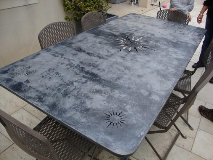 Table acier mobilier decoratif interieur exterieur for Table exterieur acier